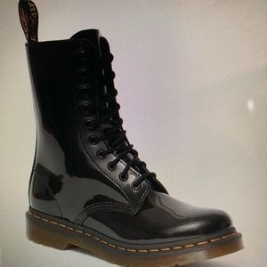 Dr MARTENS Black Patent Lamper boots
